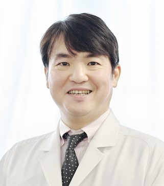 整形 入江Dr(部長).jpg