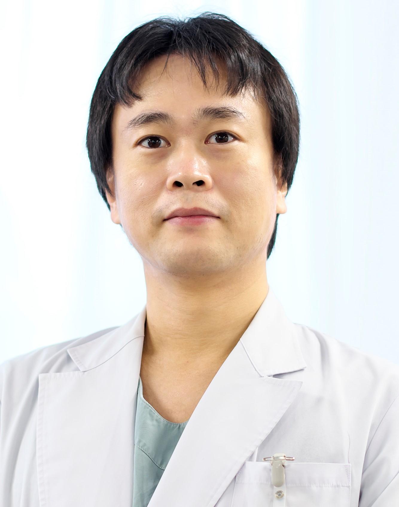 深堀外科医長.jpg